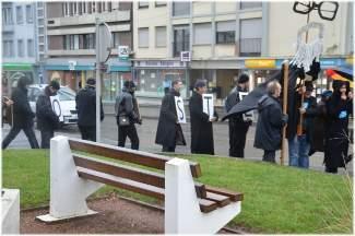 les compagnons en marche menés par l'abbé Pierre